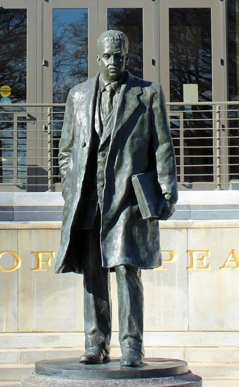 Statue 3 b