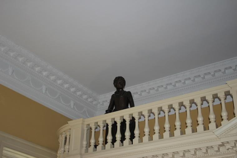 Statue 1 woman